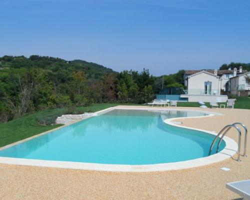 The natural beauty of water italian pool technology an for Italian pool design 7